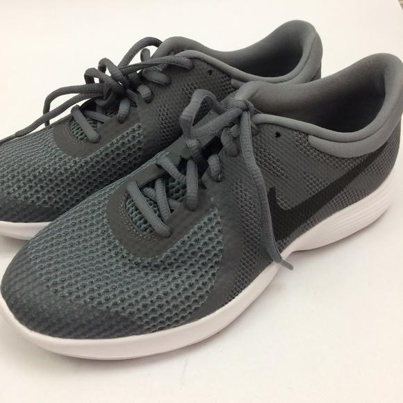 2a401299592e Nike Revolution 4 Grade School Boys Shoes Size 7Y.  M 5c3f9b46e944ba746a47ade9